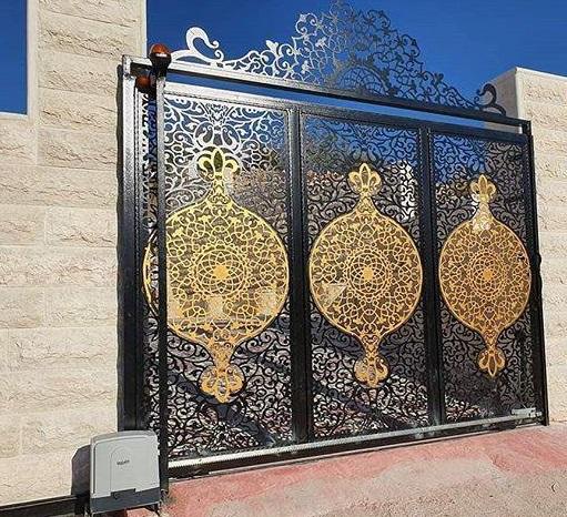 Thêm các họa tiết nổi bật cho cổng ngôi nhà